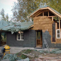 Kompromisszumok nélkül – szalmabála építészet